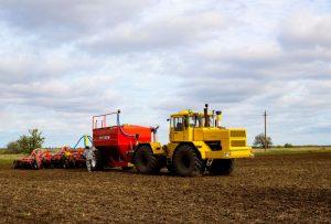 В Черноморском районе продолжается посевная кампания под урожай 2021 года