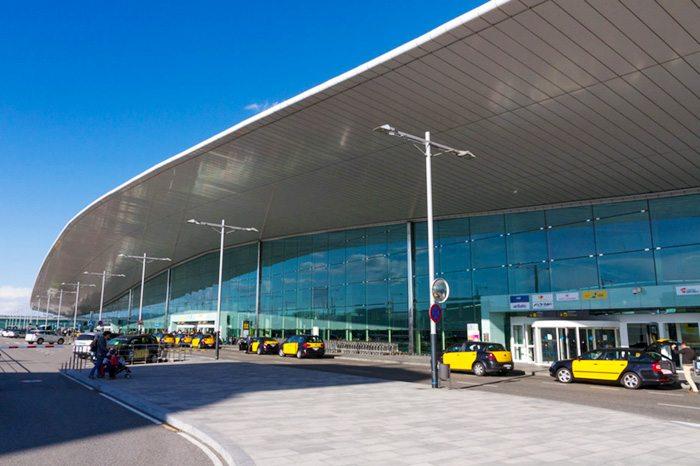 Почему туристы выбирают такси из аэропорта Барселоны?